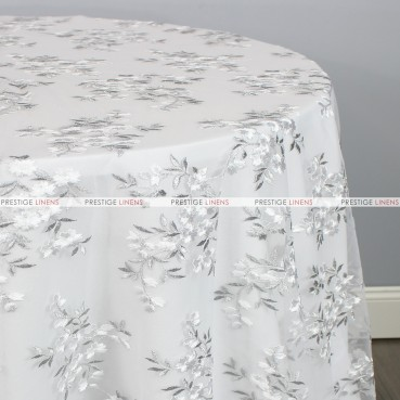 CHARMING TABLE LINEN - WHITE/SILVER